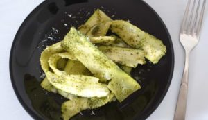 Low Carb Pappardelle mit Pesto Nudeln