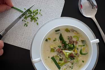 Käse Lauch Suppe mit Schnittlauch leckeres Low Carb Rezept