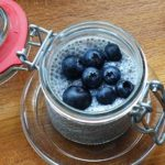 Leckerer Low Carb Chiapudding mit Heidelbeeren